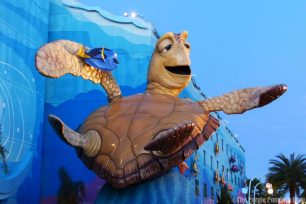 Disney's Art of Animation Resort - Finding Nemo Courtyard - Crush Statue